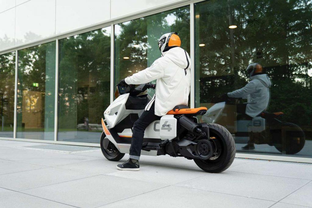 BMW a dezvăluit un nou concept de scuter electric Motorrad Definition CE 04