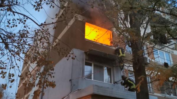 Incendiu într-un bloc din Galați - 2 persoane au murit iar alte 3 au fost intoxicate cu fum