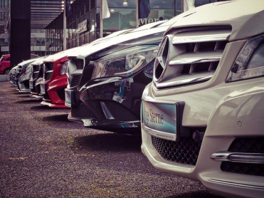 Marea Britanie interzice vânzarea de mașini noi cu motoare pe benzină și motorină începând din 2030