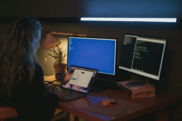 Reguli importante ca să eviți fraudele infractorilor online