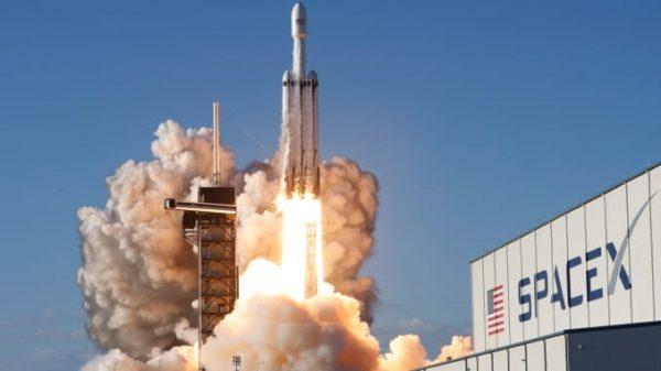 SpaceX trimite duminică astronauţi către Staţia Spaţială Internaţională